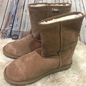 Women's size 8 Emu Wool Boots